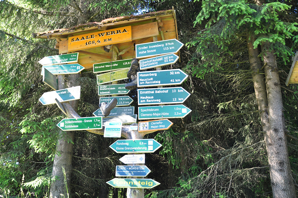 Wanderwegweiser-in-Steinbach-Am-Wald